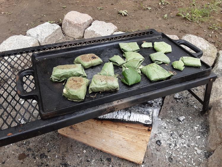 Cooking hazel nut leaf cakes