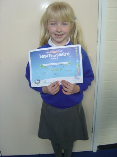 Sophie (3BE) -Stage 4 Swimming certificate!