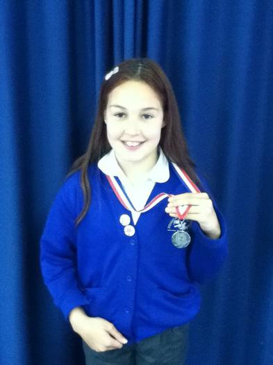 Mia Santana-Martin (6RE) Second place in diving!