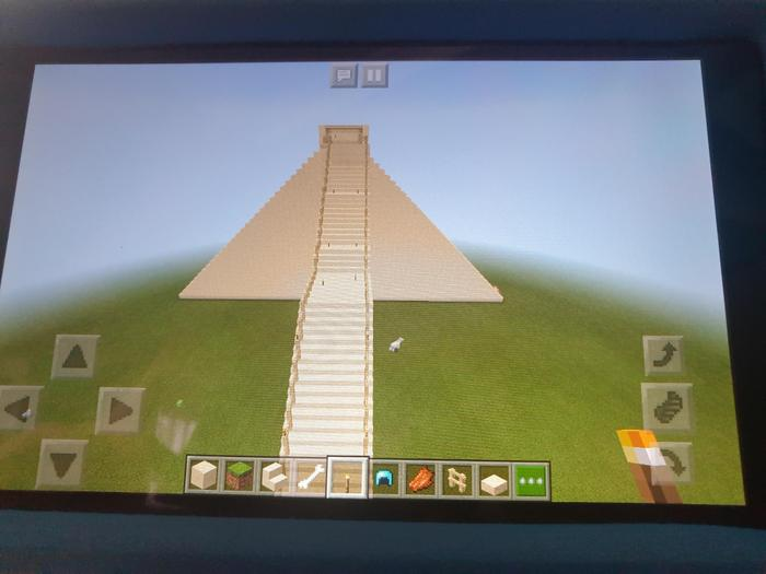 Leon made a Maya temple on Minecraft