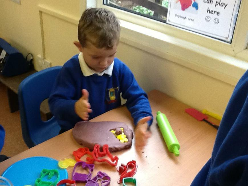 making animals with the play dough