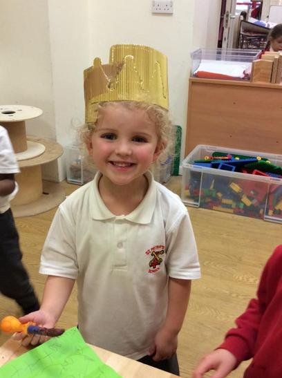 """I made a crown,"" Isla."