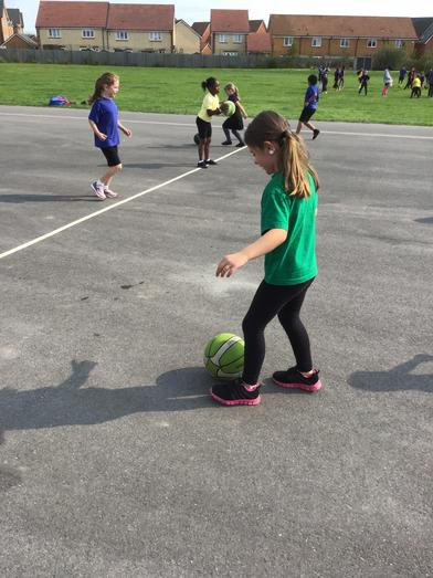 Learning to dribble a ball