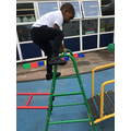 The children are building their self-confidence when climbing over the climbing frame.