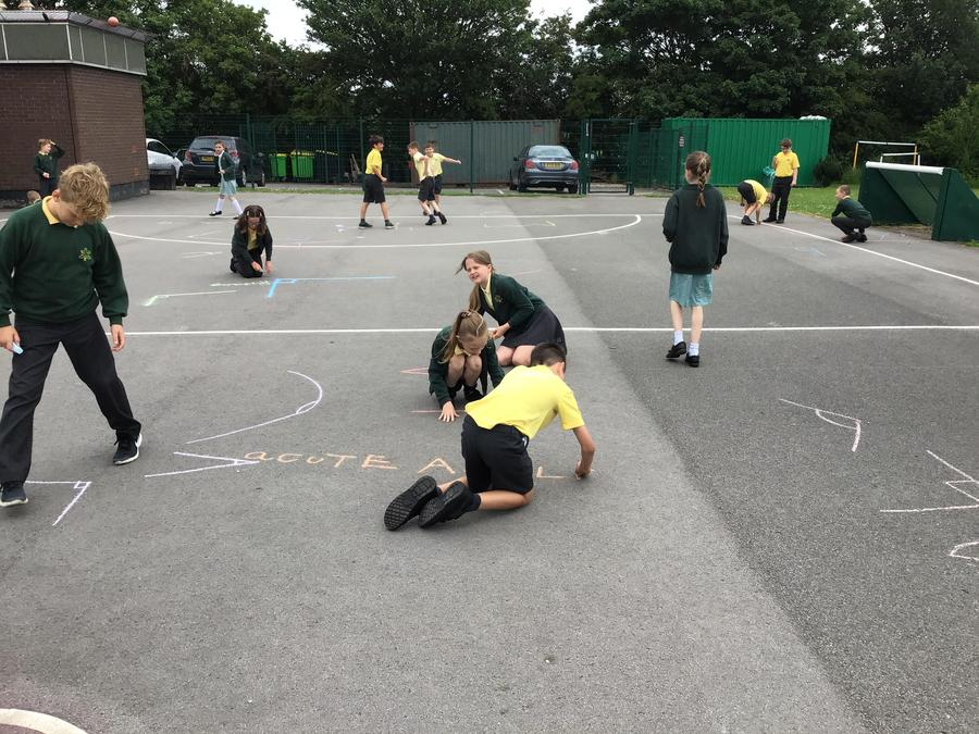Y4 - Identifying different angle types.