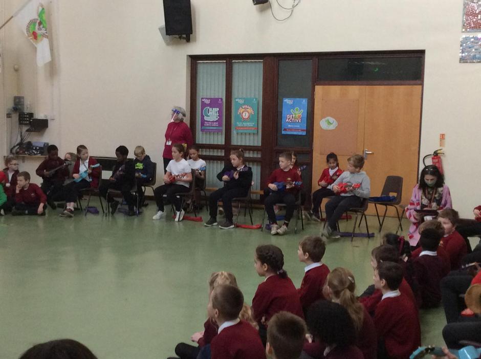 A Christmas ukulele performance