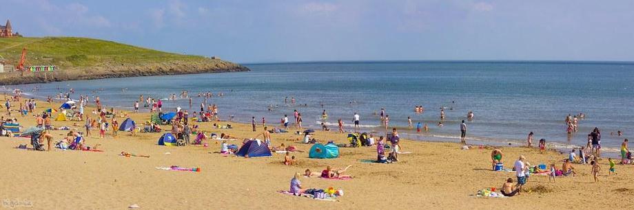 Beach scene to describe