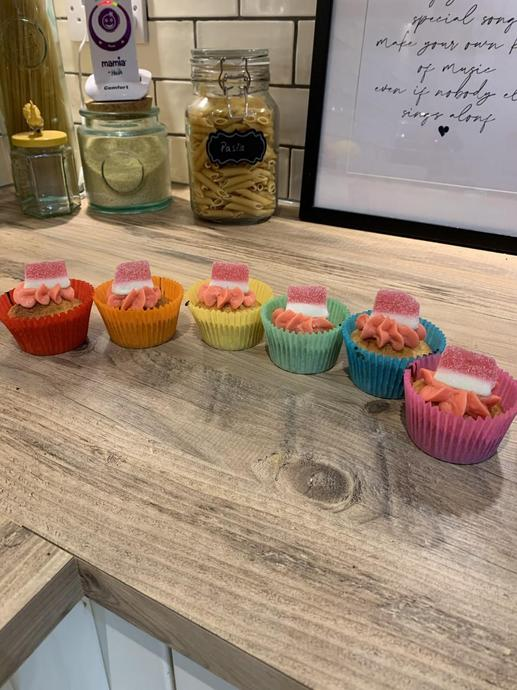 Florence made some yummy cupcakes for her family