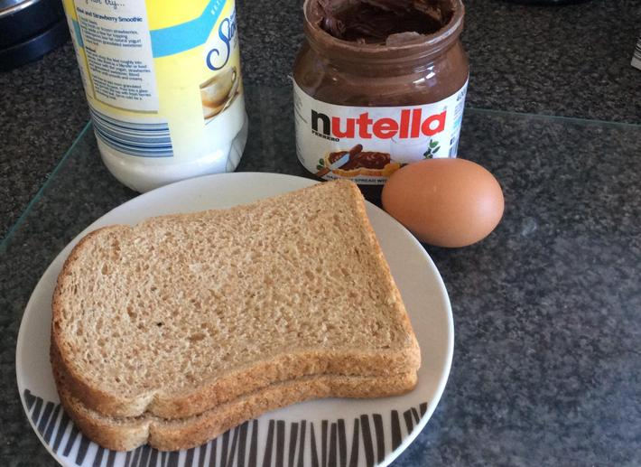 2 pieces of bread, 1 egg, Nutella, 1tsp sweetener