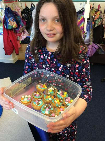 Ivy made magnificent marshmallow cupcakes!