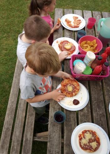 Pizza munching!