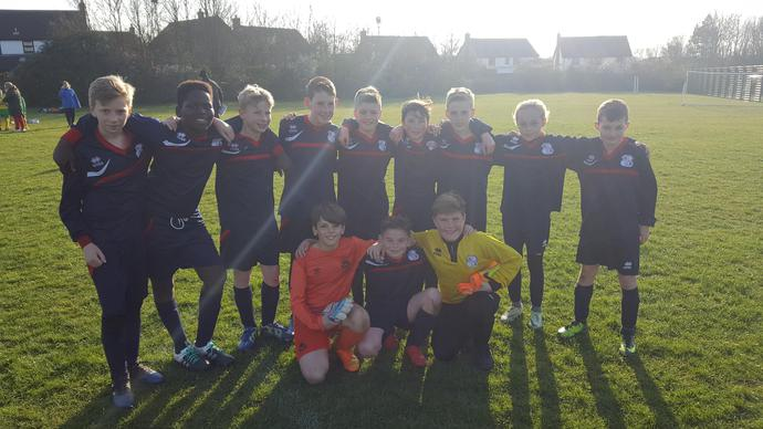 Football Team win 3-2 to reach semi-finals