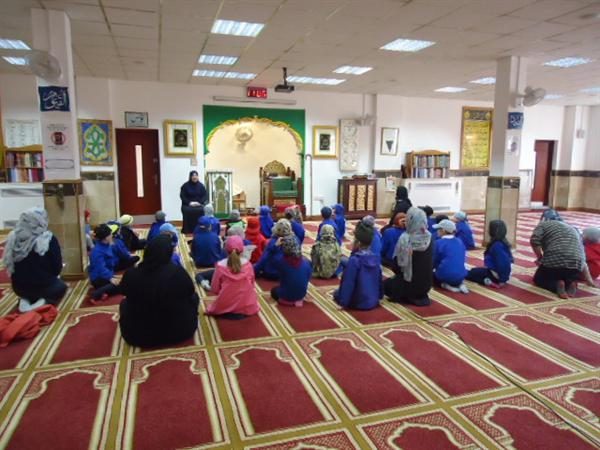 Learning about Islam in the mosque