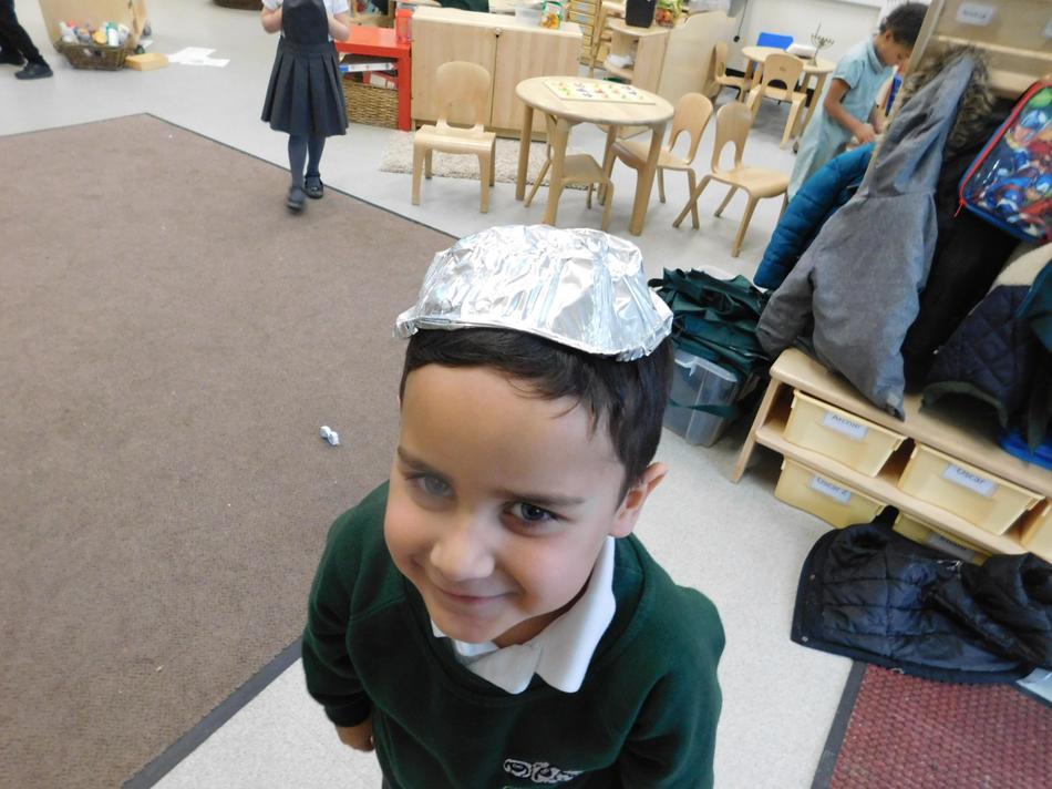 Cruz made a skull cap using tin foil.