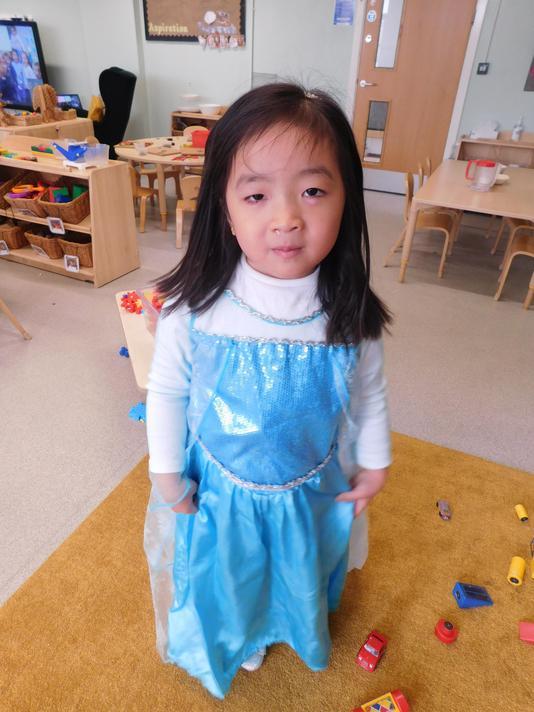Gorgeous Elsa costume Myra.