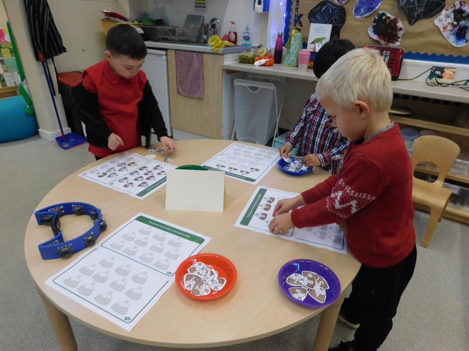 Ordering numbers up to 20 in the maths carousel.