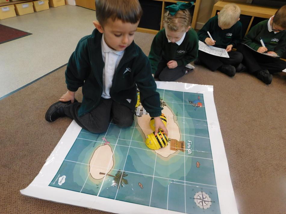 We learned to programme the Beebot.