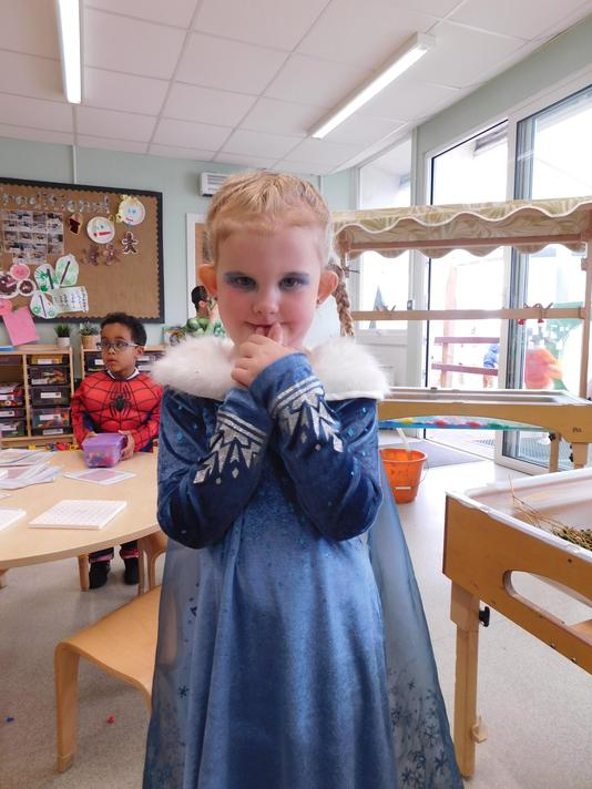 Summer you make a lovely Elsa.