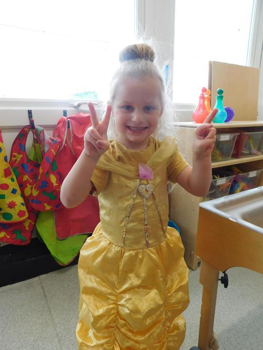 Beautiful Belle costume Piper.