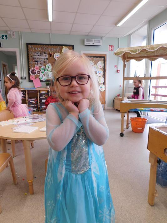 You are a very cute Elsa Jessica!