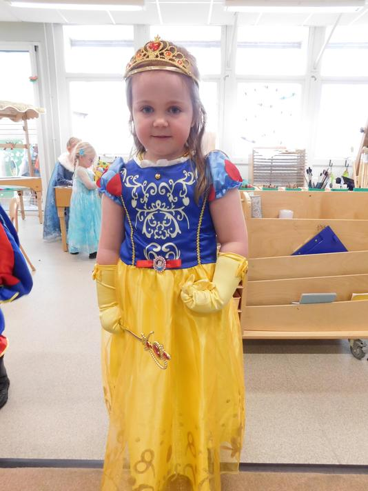 What a beautiful Snow White Olivia.