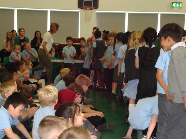 Class 2 singing in Spanish. !Que buena!