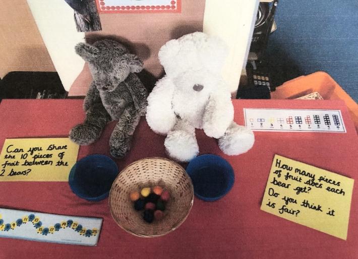 Sharing objects between 2 teddies (2)