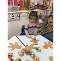 Decorating gingerbread men!