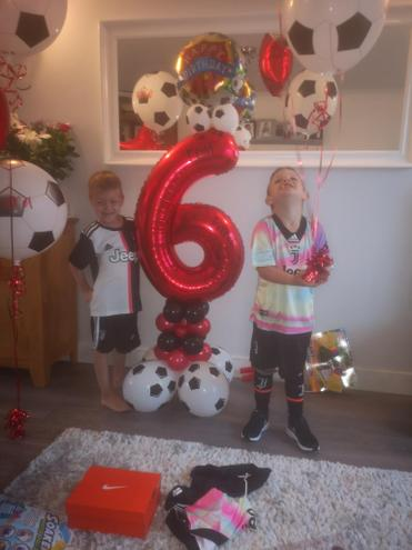 Dara and Eoin are 6. 🎈🎉🎂