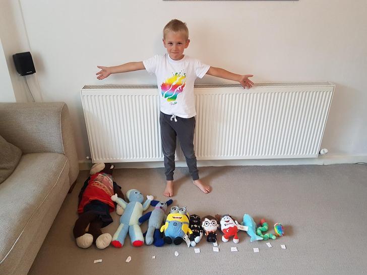 Measuring teddies with Oscar. 🐻