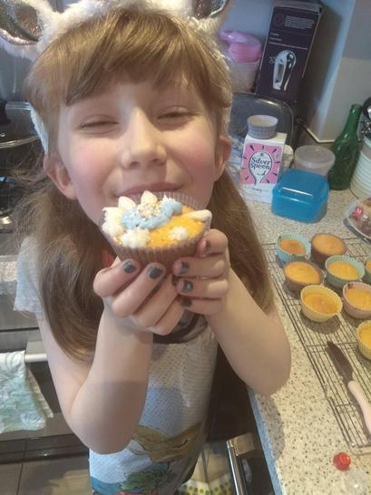 Evie's delicious cupcakes! Yum!