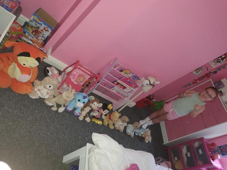 Ellie ordered all of her teddies! 🧸