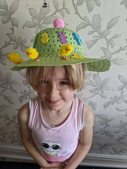 Elucha's 'egg'cellent Easter bonnet.