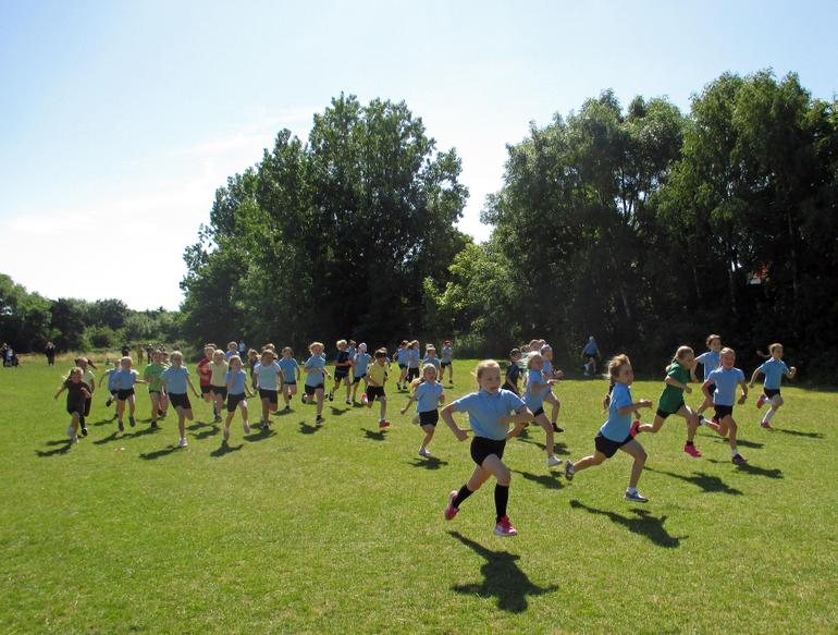 Year 3 Girls Short Race