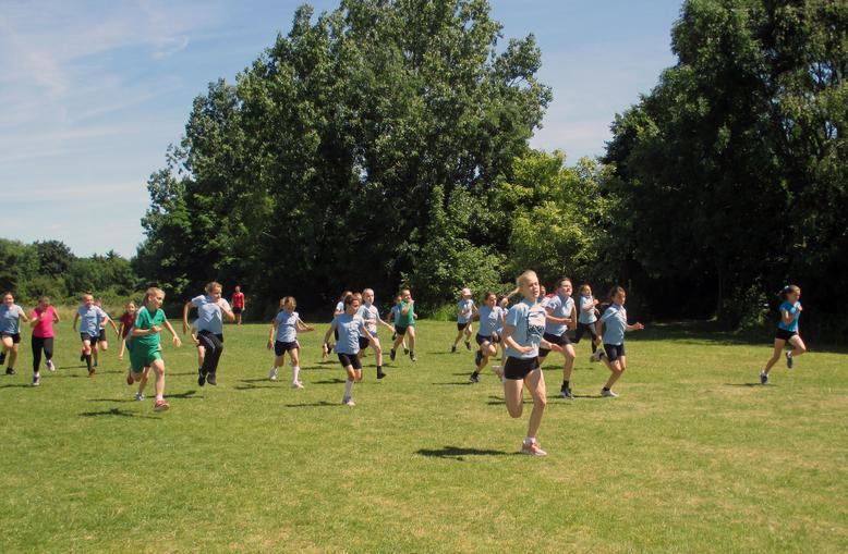 Year 5 Girls Short Race