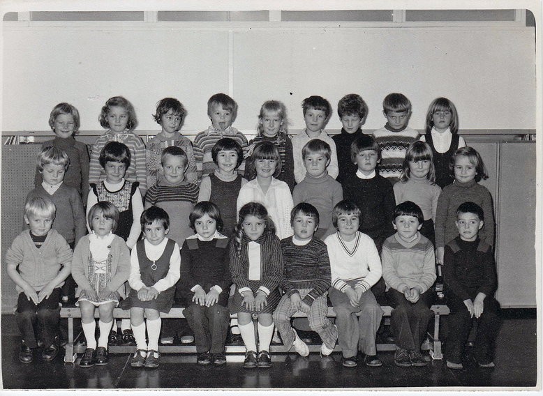 1977-Ros & Deb top row, second and third from left