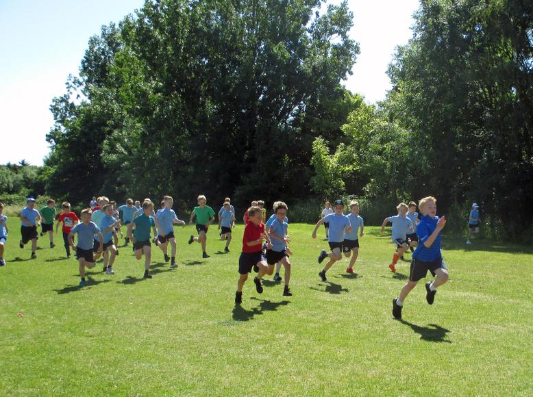Year 4 Boys Short race