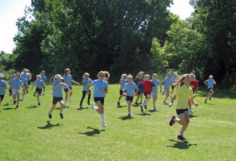 Year 4 Girls Short Race
