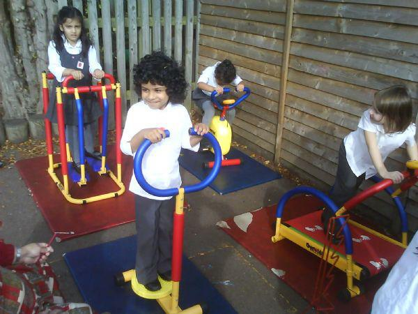 We go on the 'GYM KIDS' equipment!