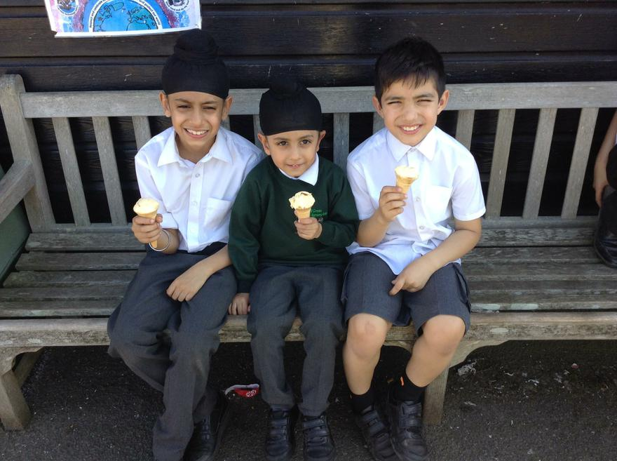 We enjoy cold ice lollies on hot days.