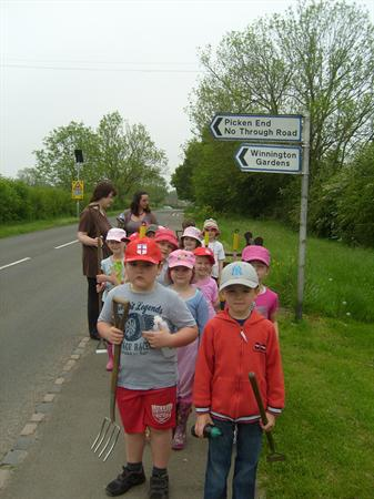 MAY YEAR 1 VISIT Ready to cross the road.