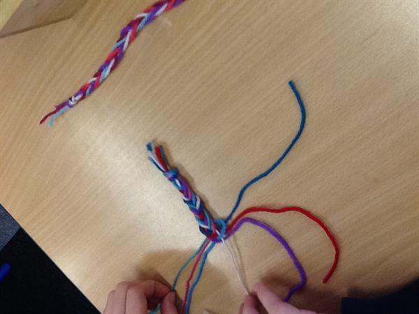 Plaiting bracelets