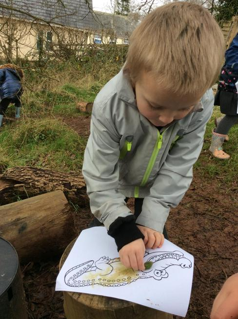 Colouring with natural materials