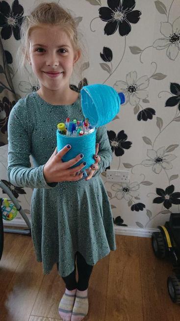 A brilliant blue pen holder