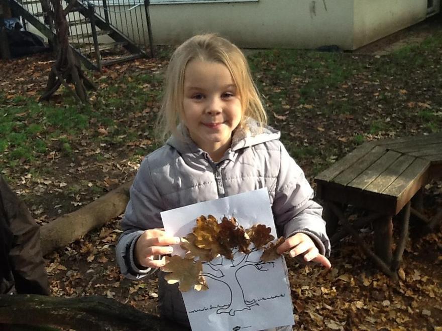 Niamh made a sculpture of an oak tree .
