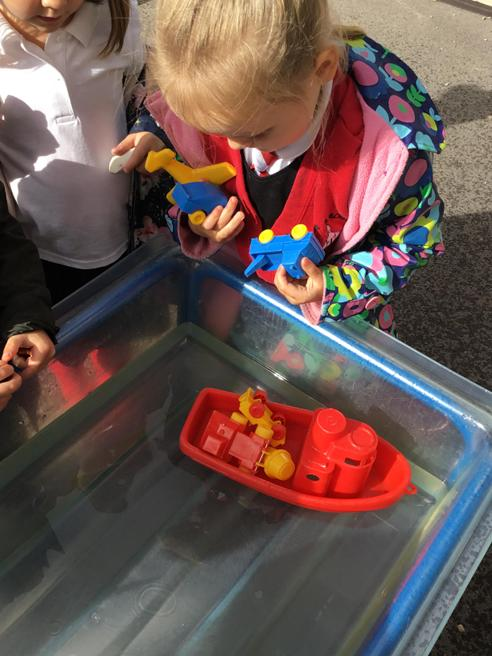 Carry 4 objects on our boats!