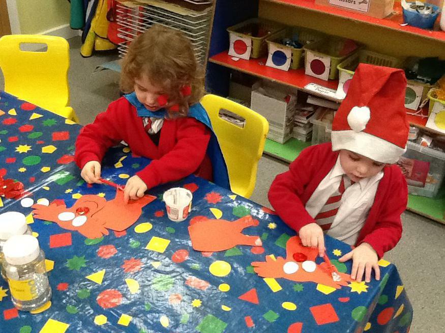 Making reindeer Christmas cards