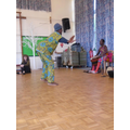 Wuri teaching the children African dancing