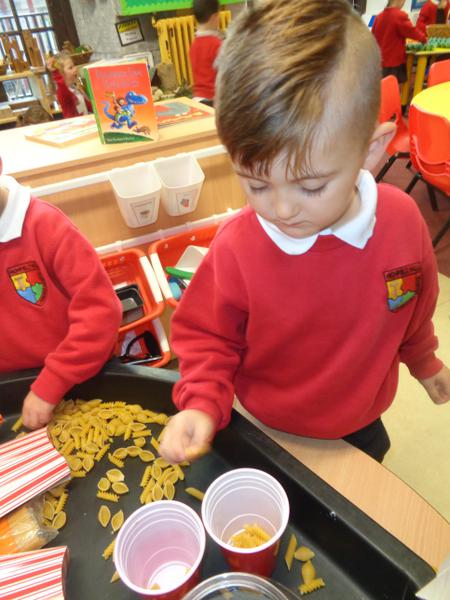 Sorting pasta by shape