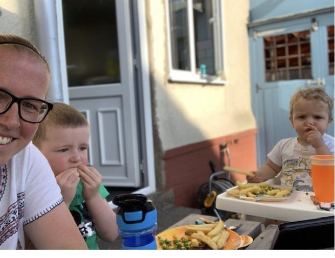 Eating in the garden ☀️🍽